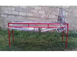 Стіл для розпечатування медових рамок